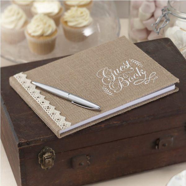 Mit Spitze und Jute verziertes Gästebuch